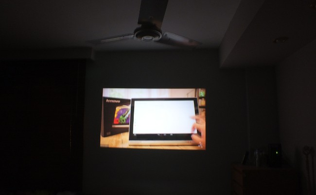 proyector-yoga-tablet-2-pro-pared