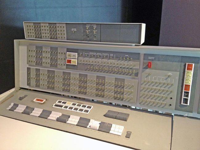 800px-IBM_7094_console2.agr