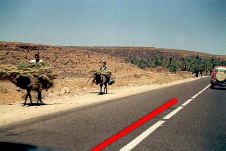 Linea roja para evitar atropellos de ciclistas