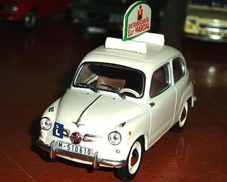 Miniatura de coche de autoescuela