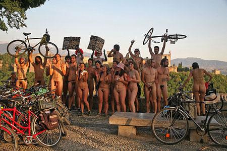 Ciclonudistas en la marcha de 2008