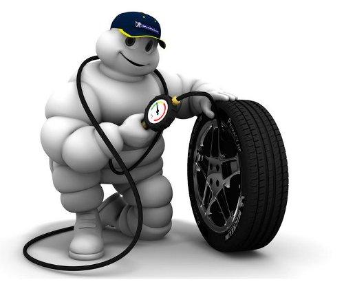 Bibendum, inflando un neumático