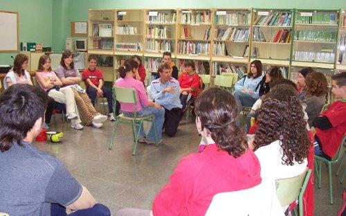 Miquel Bort, impartiendo un taller en una escuela