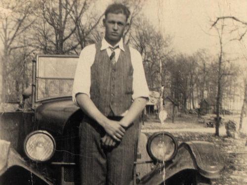 Hombre que aprendió a conducir hace años