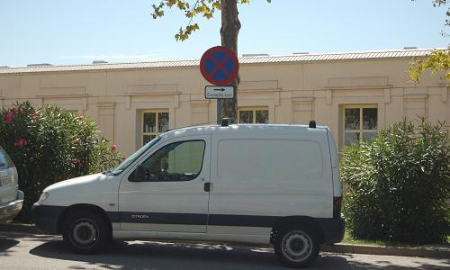 Vehículo estacionado indebidamente