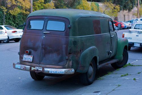 Única luz de freno en una vieja camioneta