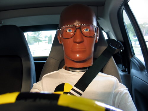 Dummy con gafas para un crash-test de FUNDACIÓN
