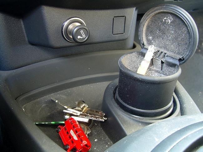 Cenicero del coche
