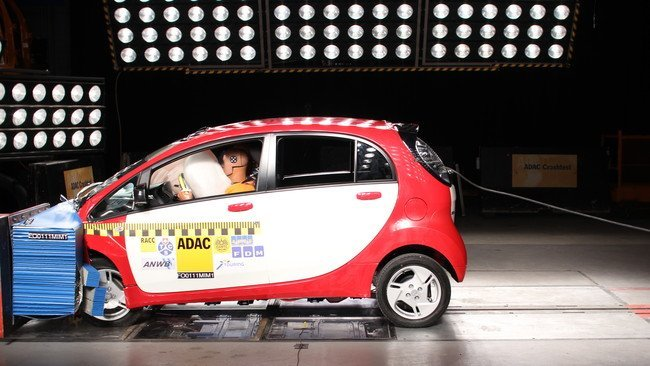 Mitsubishi i MiEV Crash Test