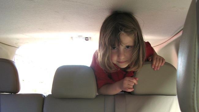 Niña en el coche