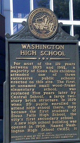 Placa de un instituto americano