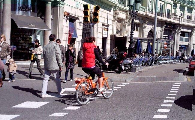 Ciclistas y peatones