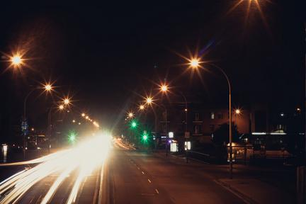 Semáforos en una gran avenida