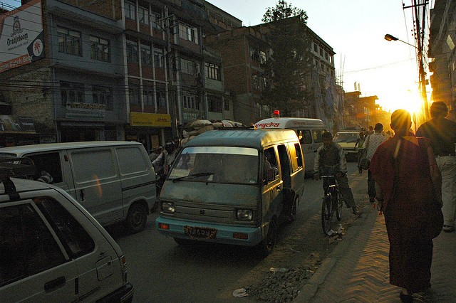 Ambulancia atrapada en un atasco