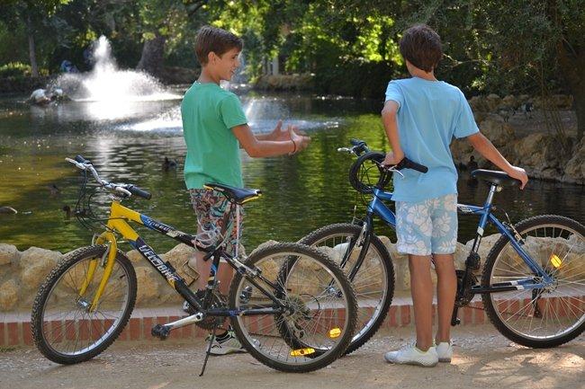 niños con bicis