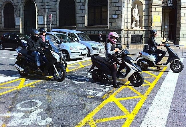 Salida avanzada motos