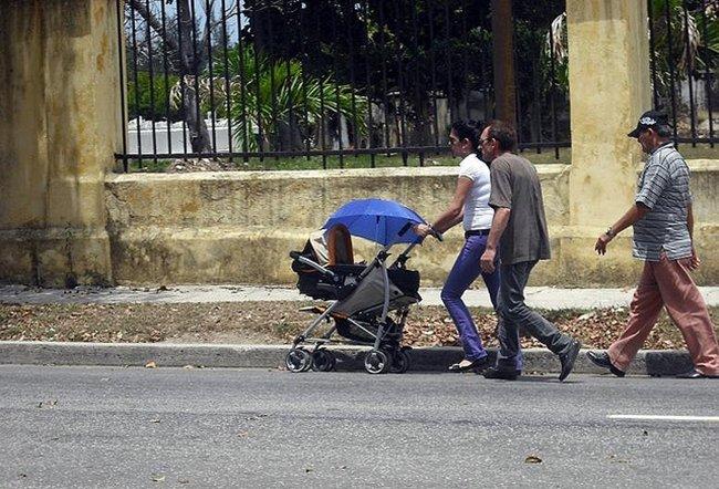 Madre con coche