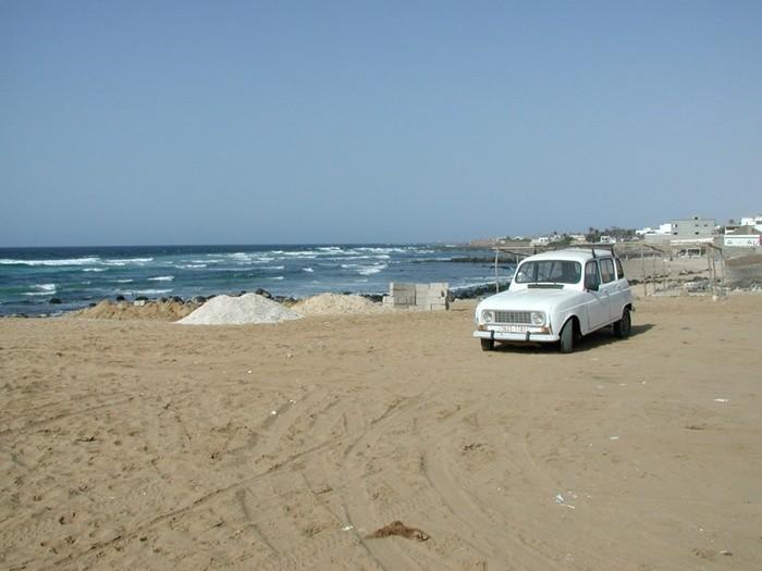 Vehículo en playa