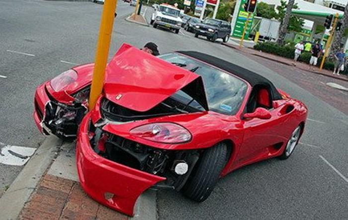 Choque-contra-farola-Ferrari-360