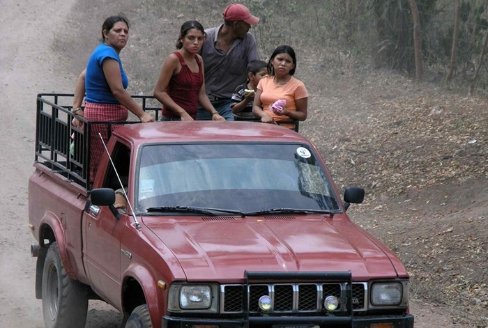 Camioneta con pasajeros; Aldea El Jocote Bajo, Estelí, Nicaragua
