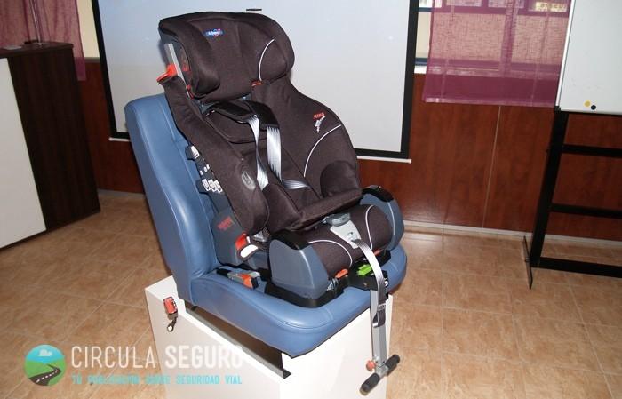 Todo sobre los sistemas de retenci n infantil en los for Silla bebe 6 meses