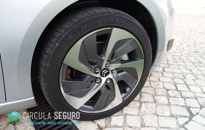 Neumático nuevo en un Citroën C4 Picasso 2013