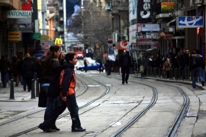Peatones cruzando la calle