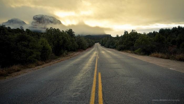 carretera al amanecer