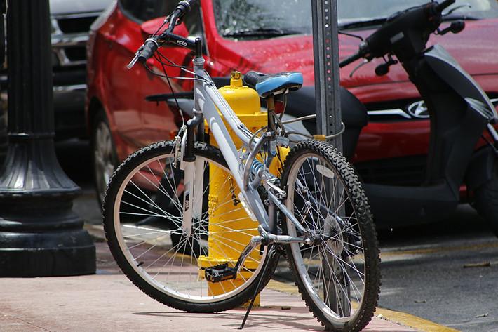 Bicicletas, motos y coches