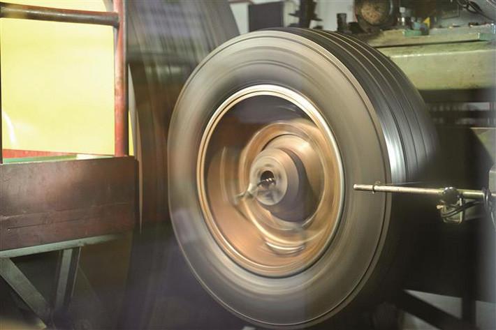 máquina rodar neumático