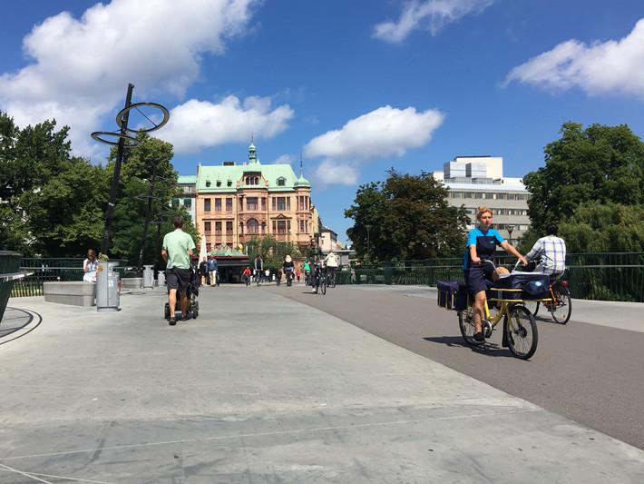 ciclistas en Malmo, Suecia