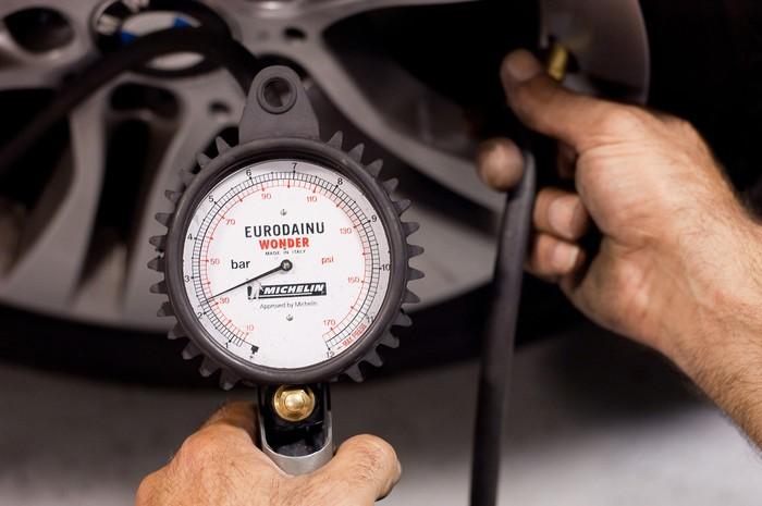 Revisão da pressão dos pneus