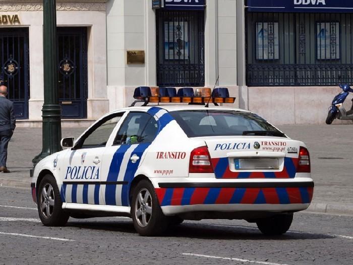 Octavia_police_car_of_Porto