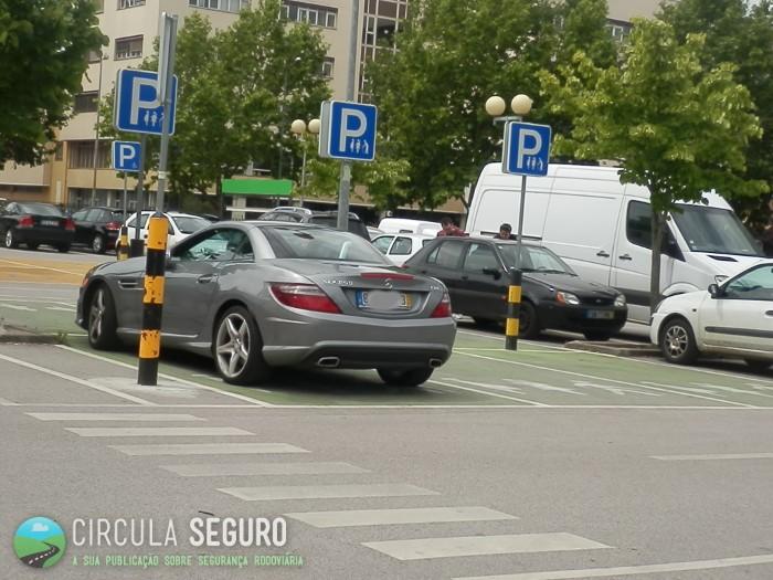 Estacionamento abusivo