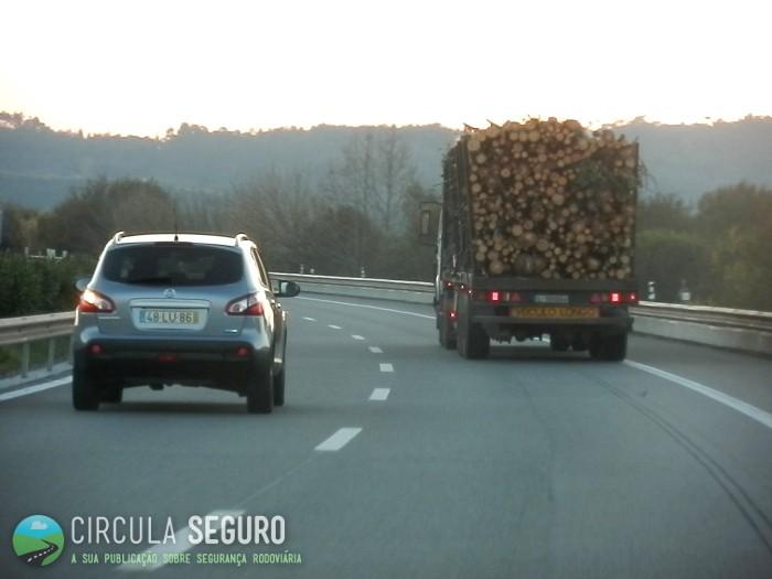 Transporte rodoviário de madeiras