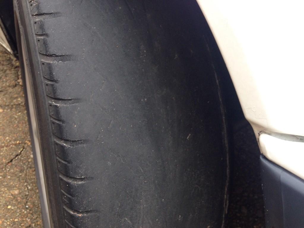 Os perigos de um pneu careca 1