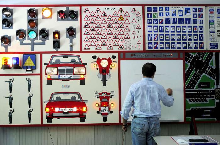 Escolas de condução - Centro de formação ou fábricas de produção em massa?