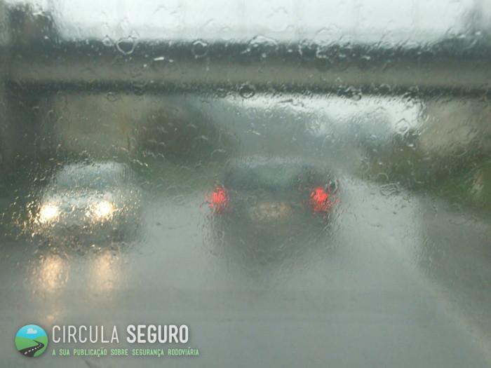 Chuva e velocidade são dois factores que condicionam a segurança rodoviária