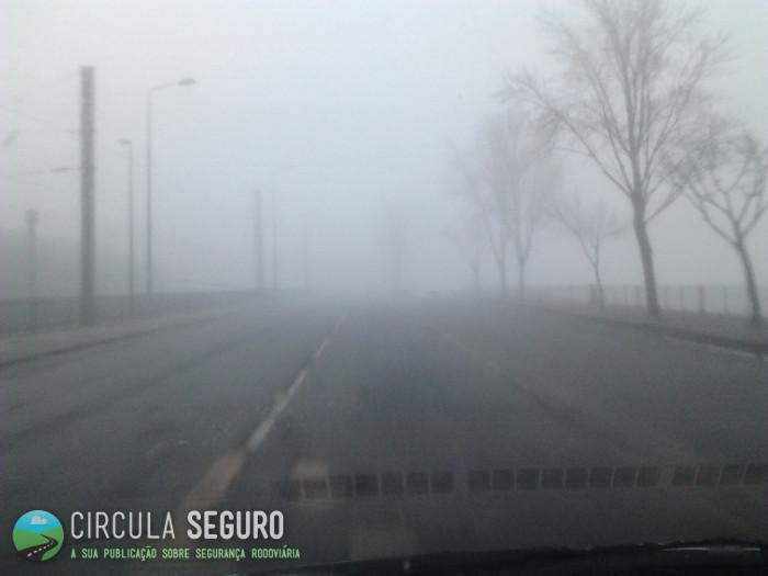 Nevoeiro e o risco de acidente associado