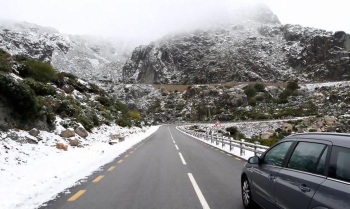 Cai neve em Portugal e fecham-se as estradas à circulação rodoviária