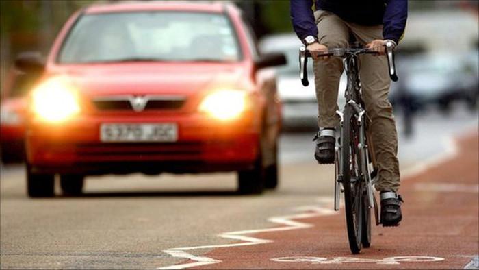 Bicicletas e automóveis - facilitação da coabitação