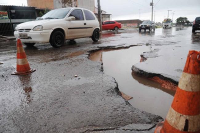 buracos no asfalto circula seguro