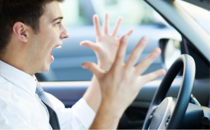 Desrespeito dos condutores perante veículos de instrução automóvel