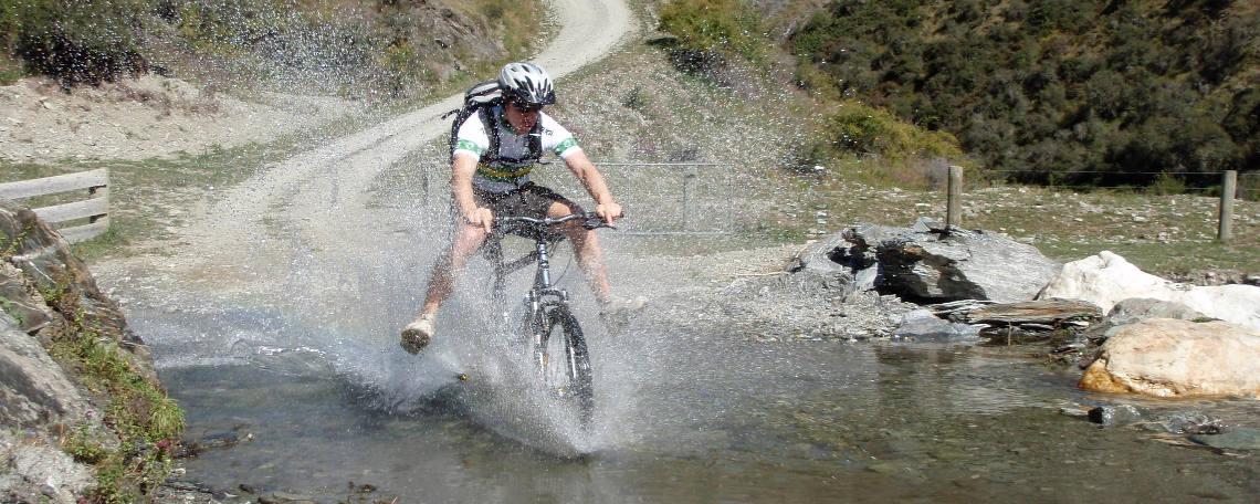 Bici y agua para evitar el golpe de calor