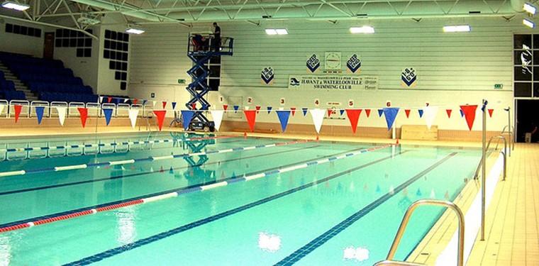 Las mejores piscinas cubiertas de espa a for Piscina triangulo de oro