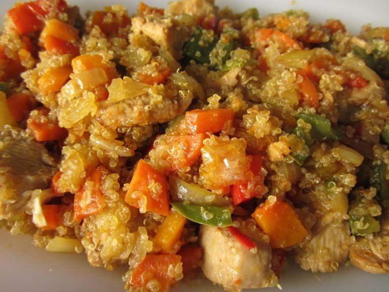 Las 14 mejores recetas con quinoa para explotar sus for Cocinar quinoa con pollo