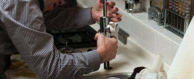 http://img.blogs.es/ennaranja/wp-content/uploads/2014/07/plumber-228010_1280-390x160.jpg