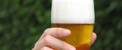 http://img.blogs.es/ennaranja/wp-content/uploads/2014/12/cerveza-390x160.jpg