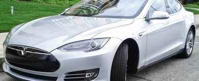 http://img.blogs.es/ennaranja/wp-content/uploads/2015/04/Tesla-Model-S-390x160.jpg