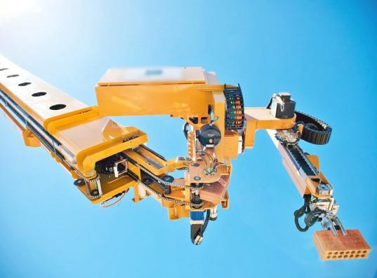 Robot contruye viviendas